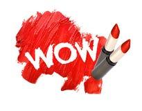 Rouge à lèvres taché sur le fond blanc avec le wow photos libres de droits