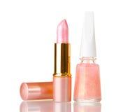 Rouge à lievres rose et vernis à ongles beige photo stock