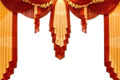 Rouge avec le rideau en étape d'or Photographie stock