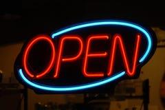 Rouge bleu au néon ouvert Photo libre de droits
