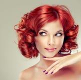 rouge d'une chevelure de fille assez Photos stock