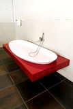 rouge de baignoire photographie stock
