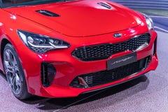 Rouge de couleur de stinger de KIA de voiture images stock