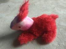 Rouge de lapins d'enfants de jouet photos stock