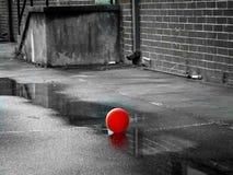 rouge du ballon i Photographie stock