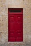 Rouge en bois antique fantastique de porte Images stock