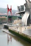rouge Espagne de musée de guggenheim de passerelle de Bilbao Photos libres de droits