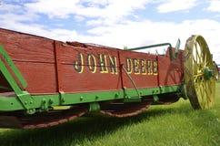 Rouge et écarteur d'engrais reconstitué par vert de John Deere Images stock