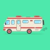 Rouge et camping-car beige de voyage sur le fond vert Images libres de droits