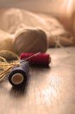 Rouge et fil et ficelle bleus Photographie stock libre de droits