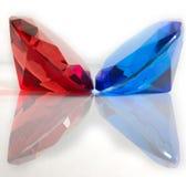 Rouge et pierres gemmes facettées bleues Photo libre de droits