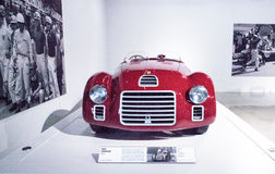 Rouge Ferrari 1947 125 S Photos stock