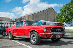 1957 rouge Ford Mustang Fastback Photographie stock libre de droits