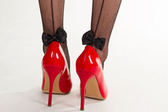 Rouge laquant les chaussures à talons hauts Images libres de droits