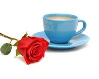 Rouge rose et cuvette de café Photos stock