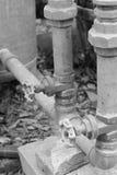 Rouge vieux deux principal de valve de l'eau image stock