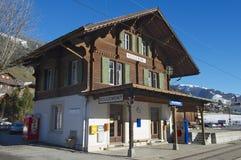 Rougemont火车站的外部在Rougemont,瑞士 库存照片
