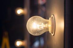 Rougeoyer de lampe d'ampoule Image stock