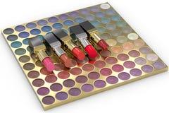 Rouges à lèvres sur la palette de fard à paupières Photo stock