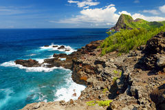 Rough and rocky shore at north-west coast of Maui, Hawaii Stock Photography
