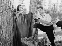 Roughing o nas madeiras (todas as pessoas descritas não são umas vivas mais longo e nenhuma propriedade existe Garantias do forne fotos de stock