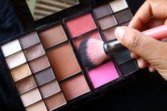 Rougissez dessus dans la palette cosmétique Photographie stock libre de droits