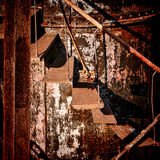 Rouille Rusty Industrial Stairs abandonné par structure Photo libre de droits