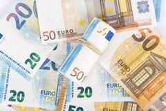 Roulé vers le haut d'euro billets de banque winded enveloppés Images stock