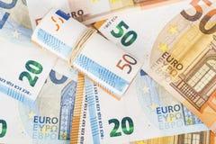 Roulé vers le haut d'euro billets de banque winded enveloppés Photographie stock