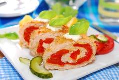 Roulade της Τουρκίας που γεμίζεται με το τυρί και το κόκκινο πιπέρι Στοκ φωτογραφία με δικαίωμα ελεύθερης χρήσης