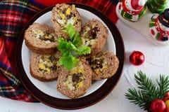Roulade de viande bourrée des oeufs, olives, tomates séchées au soleil Photo libre de droits