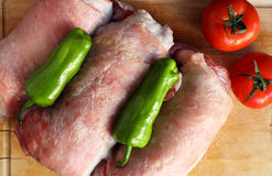 Rouladed-Fleisch mit Tomaten und Pfeffer Lizenzfreie Stockfotografie