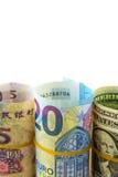 Rouleau de billet d'un dollar américain, de cinq yuans et d'euro vingt Photos stock