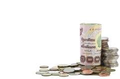 Rouleau de billet de banque et de pièce de monnaie thaïs Photos stock