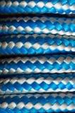 Rouleau de corde tourbillonnant sur un poteau Photos libres de droits