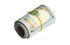Rouleau de 100 dollars de billets de banque d'isolement sur le blanc Photographie stock libre de droits