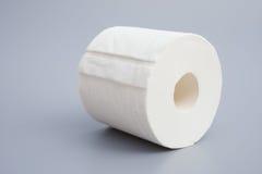 Rouleau de papier hygiénique tout neuf images libres de droits