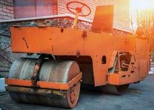 Rouleau de route, pour la réparation des routes photos libres de droits
