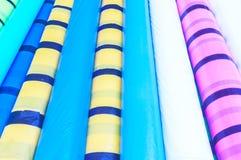 Rouleau lisse de forme ronde de feuille protectrice de PVC Conception abstraite colorée sans couture de modèle d'objet décoratif  images stock