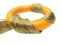 Rouleau orange de cheveu dans l'onde de cheveu Photographie stock libre de droits