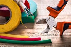 Rouleaux de câble électrique de pinces de bande isulating Images stock