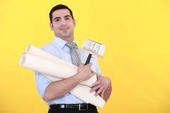 Rouleaux de transport de jeune homme bel de papier peint Photo libre de droits