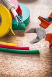Rouleaux verticaux de câble électrique de pinces de vue de Image stock