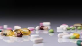 Roulement coloré de pilules banque de vidéos