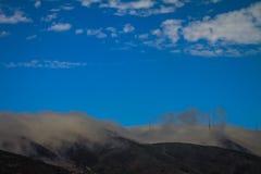 Roulement de brouillard de la Californie San Bruno Mountain dedans image libre de droits