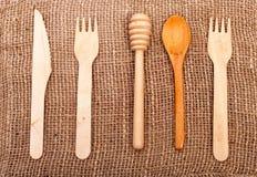 Roulement-goupille, fourchette, couteau et cuillère en bois photographie stock libre de droits