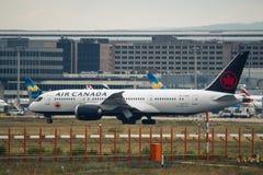 Roulement sur le sol d'Air Canada Boeing 787 Dreamliner Photos stock