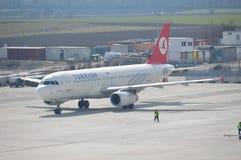 Roulement sur le sol d'Airbus Photographie stock