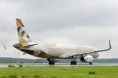 Roulement sur le sol d'Airbus A321 de lignes aériennes d'Etihad Photographie stock