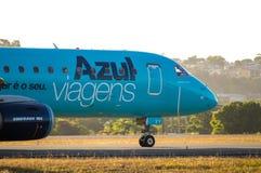 Roulement sur le sol d'Azul Airlines Photo libre de droits